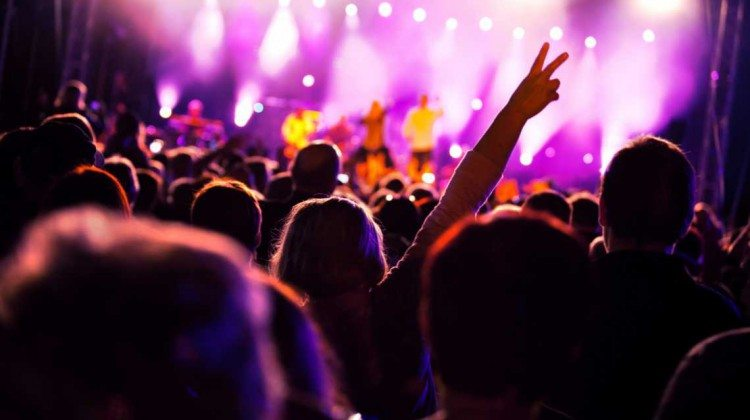 people-at-concert-dance-1140x641